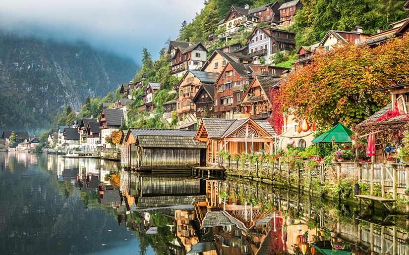 עיירה ציורית בזלצבורג על שפת האגם