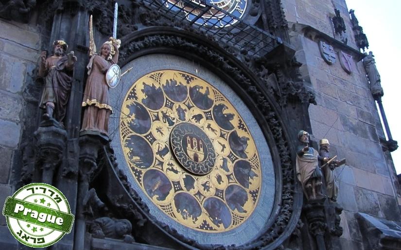 השעון האסטרונומי בכיכר בית העיריה הישן של פראג